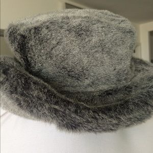 Liz Claiborne Gray Black Faux Fur Yummy Bucket Hat